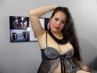 Model NaugthyTitsHot'in seksi profil resmi, çok ateşli bir canlı webcam yayını sizi bekliyor!