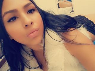 Hình ảnh đại diện sexy của người mẫu NikkyClark để phục vụ một show webcam trực tuyến vô cùng nóng bỏng!