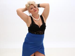 Foto de perfil sexy de la modelo OneIncrediblePussy, ¡disfruta de un show webcam muy caliente!
