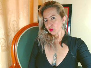 Picture of the sexy profile of PenelopeMature, for a very hot webcam live show !