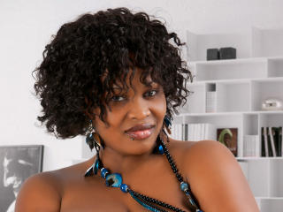 Picture of the sexy profile of PrettyeBony, for a very hot webcam live show !