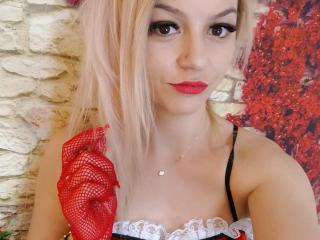 Photo de profil sexy du modèle RafaellaLove, pour un live show webcam très hot !