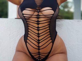 Photo de profil sexy du modèle SarraCherry, pour un live show webcam très hot !