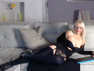 Photo de profil sexy du modèle SecretOfMonica, pour un live show webcam très hot !