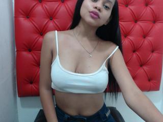 Foto de perfil sexy de la modelo SerenaaFoxy, ¡disfruta de un show webcam muy caliente!