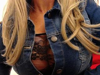 Picture of the sexy profile of SexyCoquineFrancaise, for a very hot webcam live show !