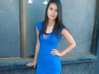 Foto de perfil sexy de la modelo Strrawberry, ¡disfruta de un show webcam muy caliente!