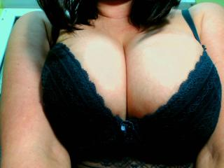 Suhayla - Chat cam en direct avec cette MILF (Mother I'd Like to Fuck) du Moyen Orient