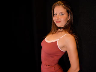 Фото секси-профайла модели SunnySofia, веб-камера которой снимает очень горячие шоу в режиме реального времени!
