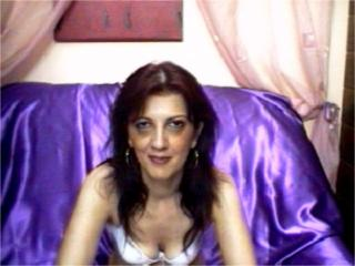 Picture of the sexy profile of SweetMatture, for a very hot webcam live show !