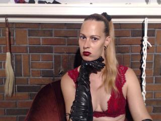 Foto de perfil sexi, da modelo VickyDevika, para um live show webcam muito quente!