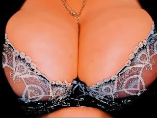 Velmi sexy fotografie sexy profilu modelky XHUGETITS pro live show s webovou kamerou!