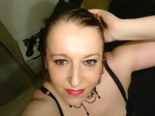 Velmi sexy fotografie sexy profilu modelky Zazabigboobs pro live show s webovou kamerou!