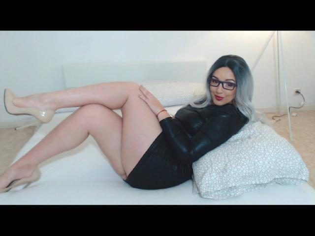 Picture of the sexy profile of BelleLara, for a very hot webcam live show !