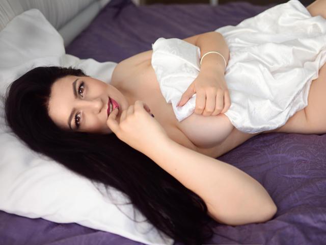 Фото секси-профайла модели CellyaLopez, веб-камера которой снимает очень горячие шоу в режиме реального времени!