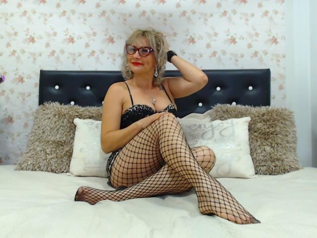 Picture of the sexy profile of ChelyBlondex, for a very hot webcam live show !