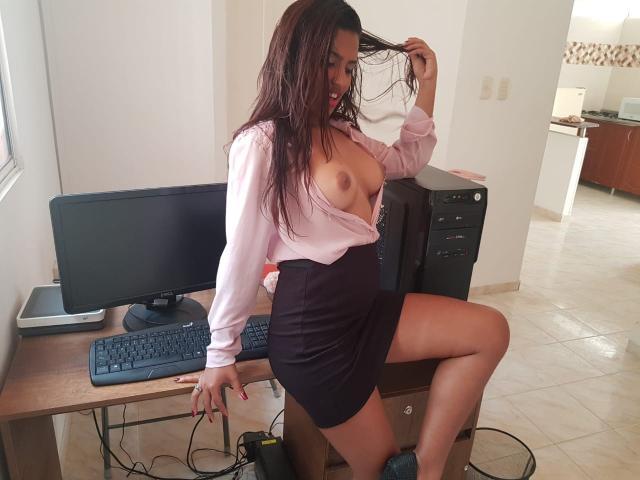 Foto de perfil sexy de la modelo ChikiHot, ¡disfruta de un show webcam muy caliente!