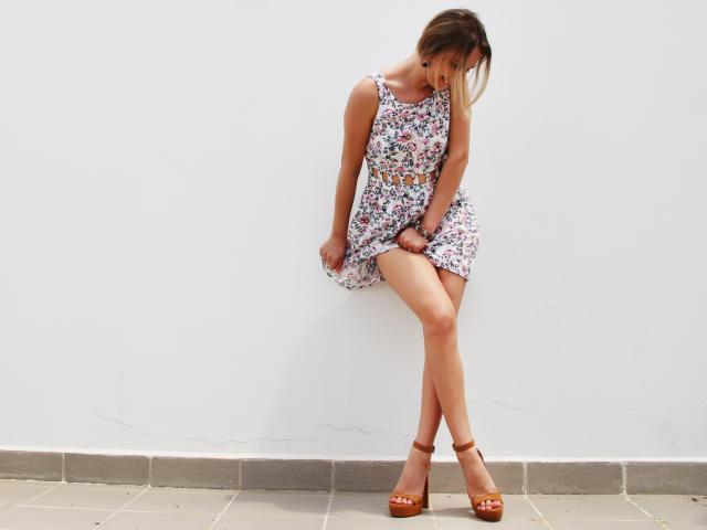 Photo de profil sexy du modèle HotVilena, pour un live show webcam très hot !