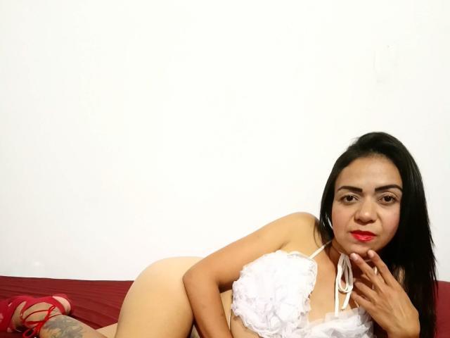 Hình ảnh đại diện sexy của người mẫu KassandraLee để phục vụ một show webcam trực tuyến vô cùng nóng bỏng!