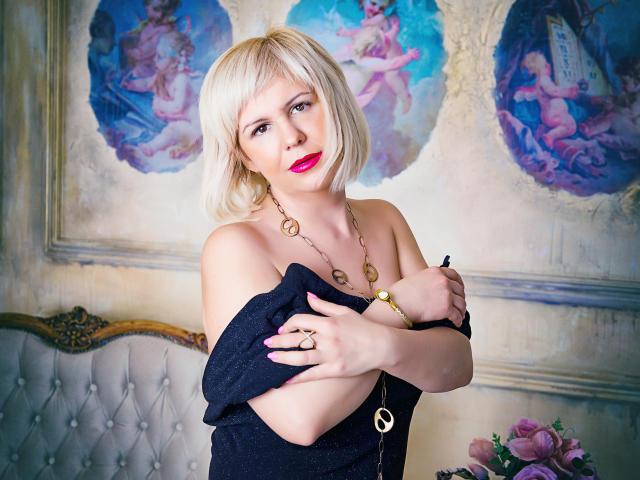 תמונת פרופיל סקסית של LadyVironika למופע חי מאוד סקסי!