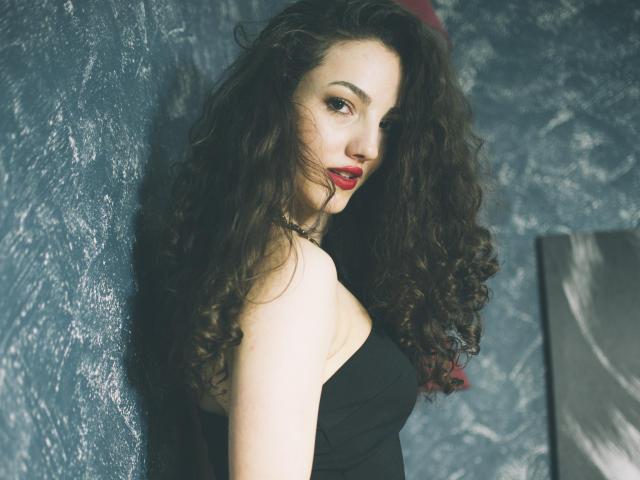 Hình ảnh đại diện sexy của người mẫu LonnaC để phục vụ một show webcam trực tuyến vô cùng nóng bỏng!