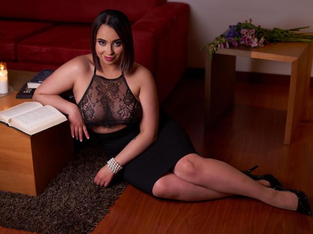 Hình ảnh đại diện sexy của người mẫu MiaPauline để phục vụ một show webcam trực tuyến vô cùng nóng bỏng!