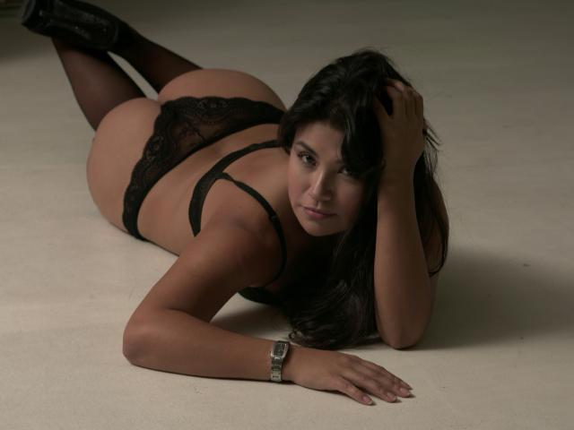Picture of the sexy profile of MissAndrea, for a very hot webcam live show !