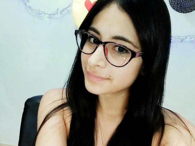 Sexy profilbilde av modellen  MissBellaHot, for et veldig hett live webcam-show!