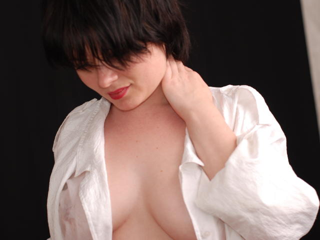 Photo de profil sexy du modèle MissVicky, pour un live show webcam très hot !