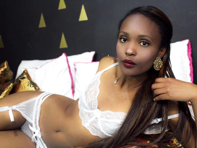 Photo de profil sexy du modèle ShailaCarolina, pour un live show webcam très hot !