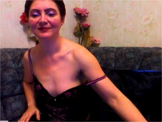 MatureEva - Chat cam sex with a standard body Hot chick
