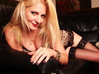 BlondeTya - Sexy live show with sex cam on XloveCam