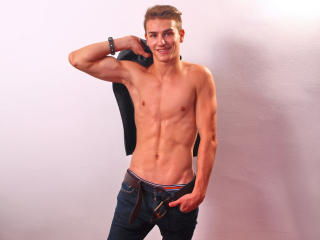 HotBoyJustin - Sexy live show with sex cam on XloveCam