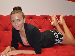 DouceSofie - Sexy live show with sex cam on XloveCam
