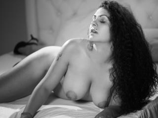 PlayfulDonna - Sexy live show with sex cam on XloveCam