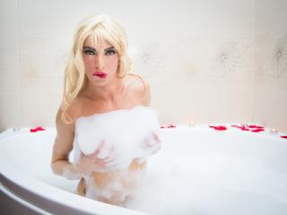 BlondeBella - Sexy live show with sex cam on XloveCam