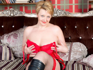 NadineSquirts - Sexy live show with sex cam on XloveCam