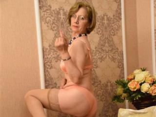 DivineCarla - Show live porn with a lean Sexy mother