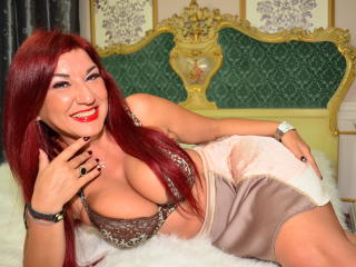 Sexy nude photo of GlamorousMilf