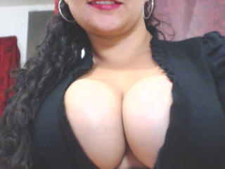 ThabathaHot - Chat sexy with a brunet Young lady