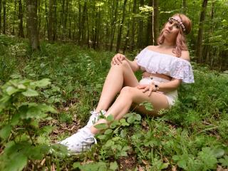 SandraHottest - Show live xXx with this shaved private part Lady over 35