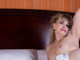 LadyMariahX - Webcam live hot with this shaved pubis Mature