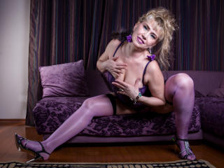 LadyMariahX - Chat x with a gold hair MILF