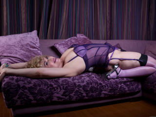 LadyMariahX - Live chat hot with a shaved genital area MILF