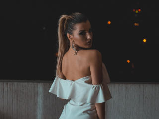 VikiSweetie - Chat live nude with a sandy hair Hot babe