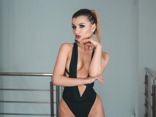 VikiSweetie - Cam nude with a muscular physique Sexy girl