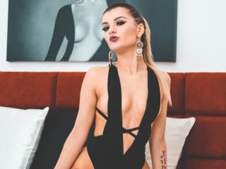 VikiSweetie - Chat live hard with a European Young lady