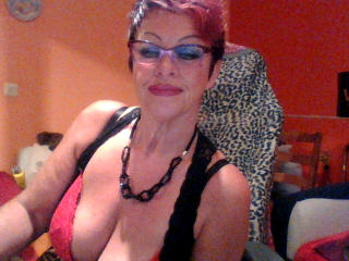 Bettina - Webcam hot with a massive breast MILF