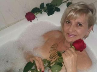 ExperiencedAlana - Chat cam xXx with this golden hair Mature