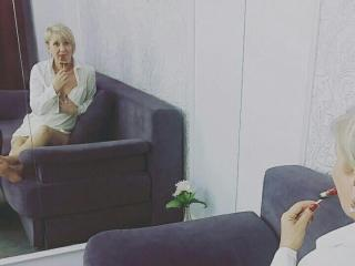 ExperiencedAlana - Web cam nude with this European Sexy mother